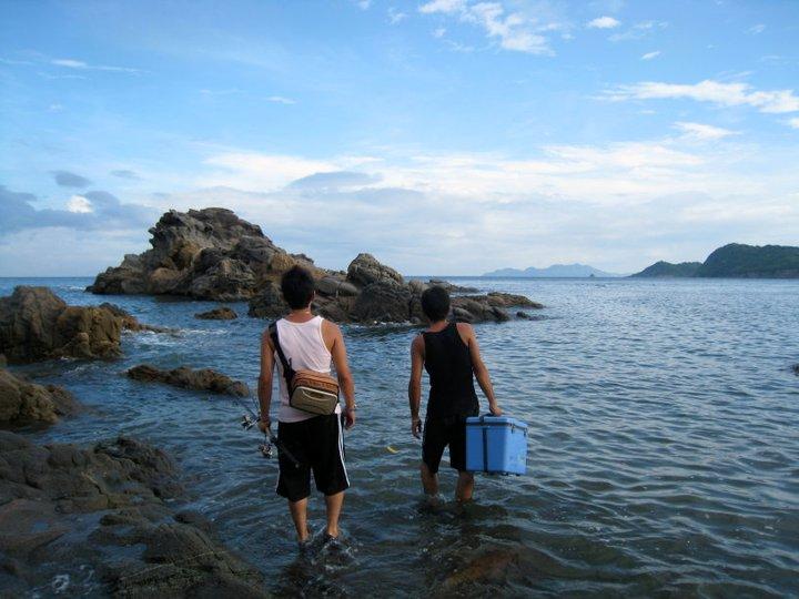 釣りに行く兄と幼馴染み